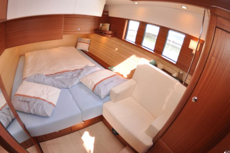 Sirius 35 DS owners cabin