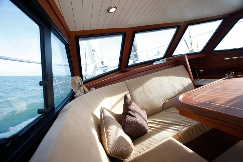 Sirius Yachts - bright and airy deck saloon