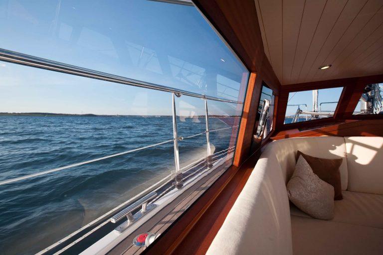 Sirius Yachts - deck saloon